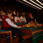 Иска ми се в този час да почука Дядо Мраз и за всичките деца мир да има по света!