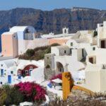 Сподели лятото: Санторини – магия в синьо и бяло