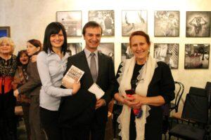Бойка Асиова с посланик Ради Найденовпри представянето на книгата в Берлин