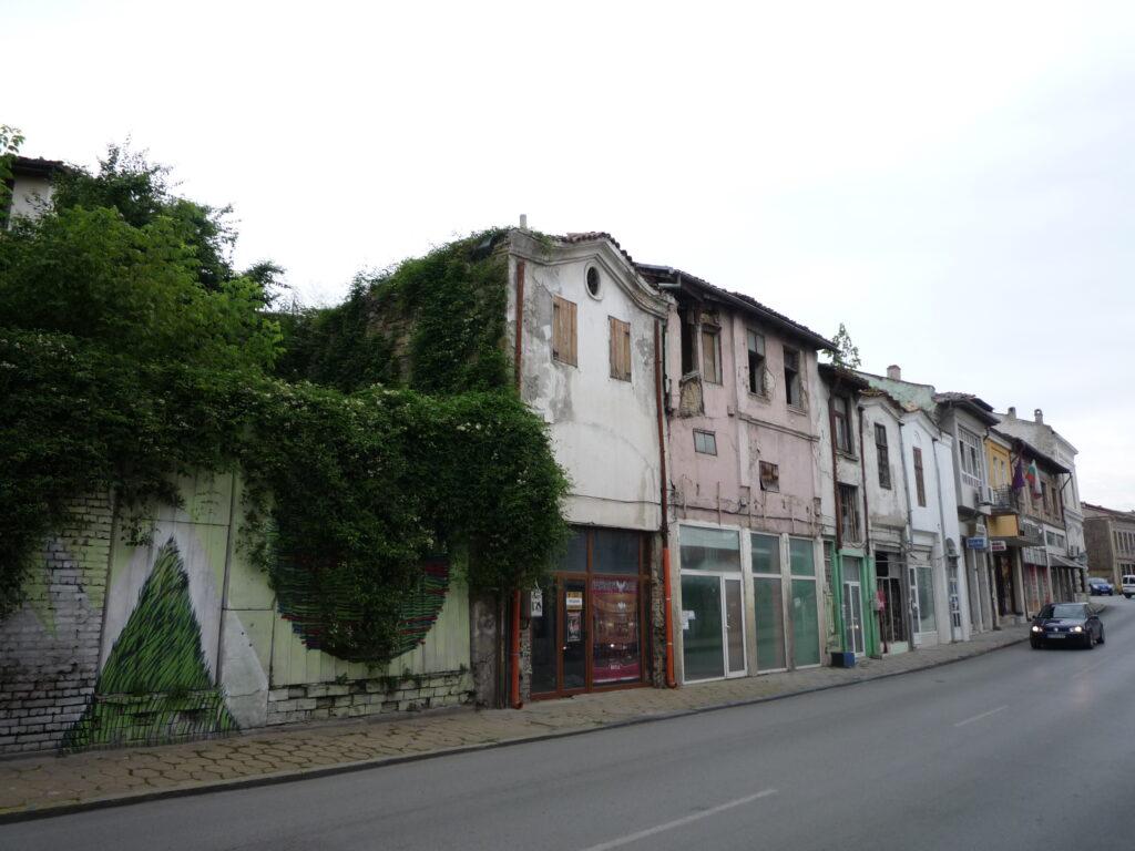 Рухнали сгради в центъра на Велико Търново