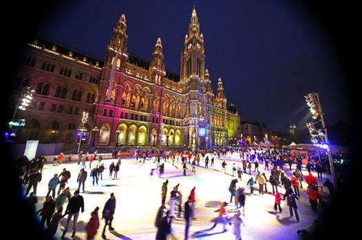 Ледената пързалка пред кметството на Виена ще заработи още на 24 декември