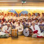 Китка танцува и пее за децата по света