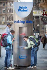 През лятото близо 1000 мобилни чешми утоляват жаждата на виенчани и гости на града © Wiener Wasser / Knie