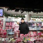 Български стоки привличат вниманието на посетителите на коледния базар пред виенското кметство