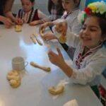 """Децата от българското училище """"Дунав"""" в Линц и Залцбург започнаха подготвката за Великден"""