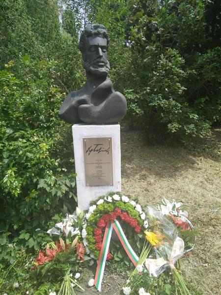 Проф.Ник Тиц и паметникът на Христо Ботев в Австрия
