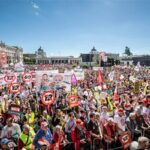 Виена: 100 000 човека излязоха на протест срещу законопроект на правителството за 12-часов работен ден