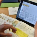 В учебния план трябва да има място за повече дигитално съдържание, смята министърът на образованието Хайнц Фасман в интервю за Der Standard