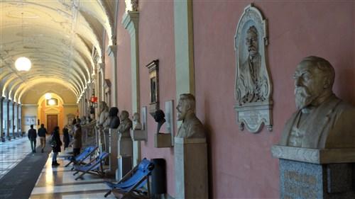 От 2019 г. Виенският университет въвежда приемни изпити за седем специалности