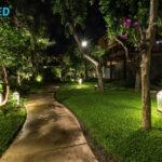 Светлина в градината с LED прожекторите на UniLED