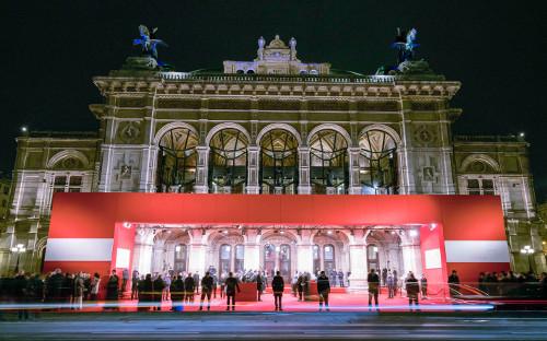 Бал на Операта, открива, дебютанти