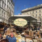 Красиви великденски базари създават празнично настроение във Виена