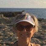 Силвия Генова и нейните картини с миди и листа