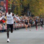 Виена: Елиуд Кипчоге стана първия човек, пробягал маратон под два часа