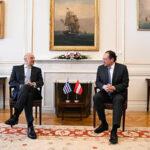 Президентът Ван дер Белен смята, че Австрия може да вземе жени и деца бежанци. Канцлерът Курц е категорично против.