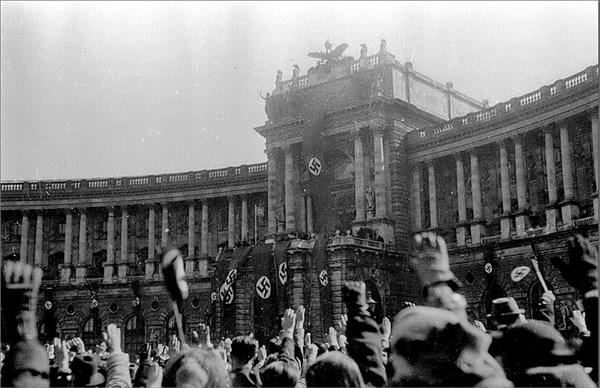 Hitler (600 x 388)