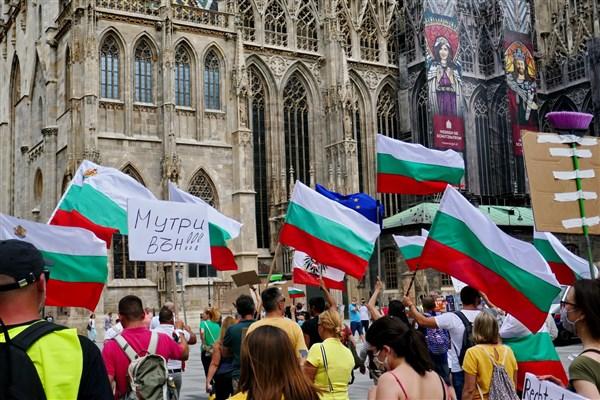 Протестите с искане на оставка на Борисов и Гешев продължават и във Виена