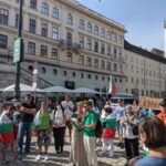 """Под надслов """"Това е само началото"""" българи отново огласиха центъра на Виена с викове """"Оставка"""""""