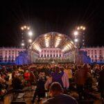 Виенската филхармония кани на традиционния си Концерт в лятна нощ в парка на двореца Шьонбрун.